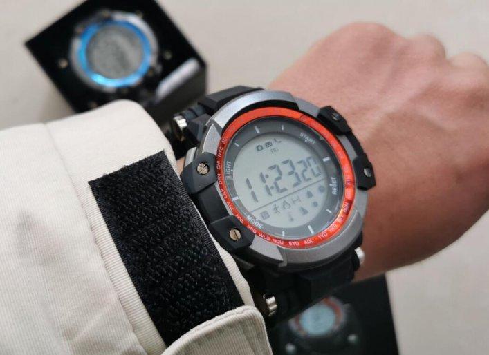 一批户外智能运动手表